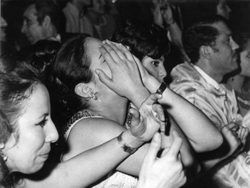 12 صورة «نادرة» ترصد انفعالات جمهور أم كلثوم أثناء الحفلات:  Pic_people7